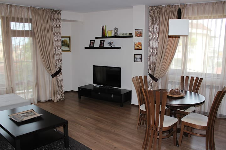 Designer Apartment with City Views - Plovdiv - Flat