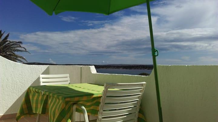 Green room near sandy beach, 1.5km from town