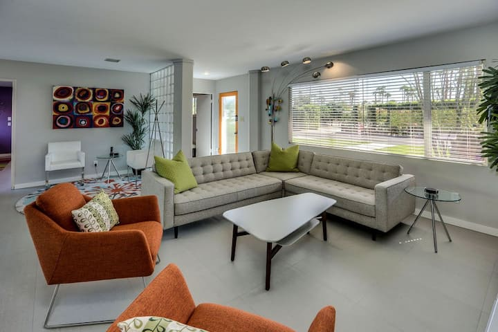 Mid-century modern home with private pool and spa & gas grill - dogs OK!