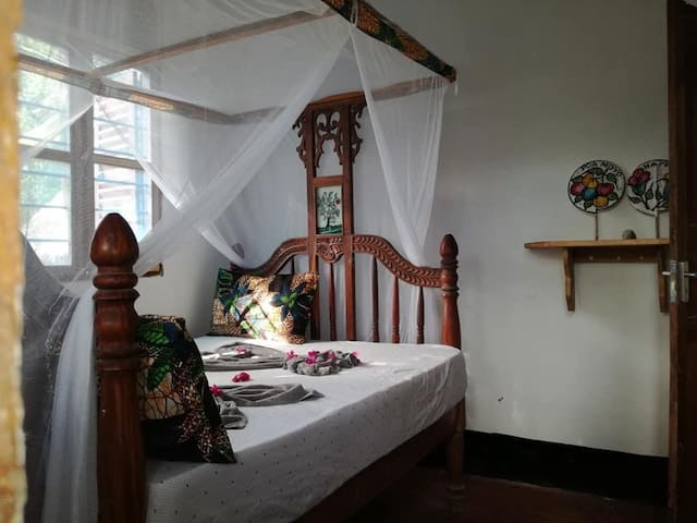 Double Bedroom in Cozy Beach House,  Private WC.
