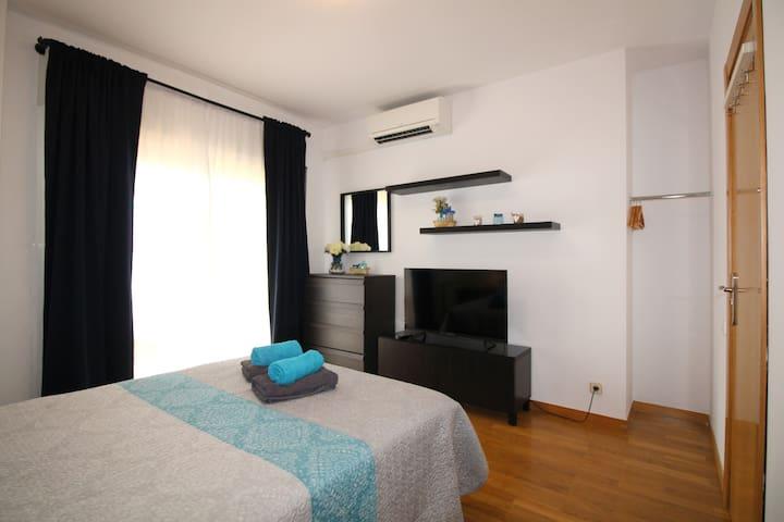 Amplia y luminosa habitación con balcón