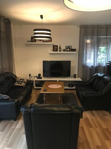 Cozy apartment near city centre with pool