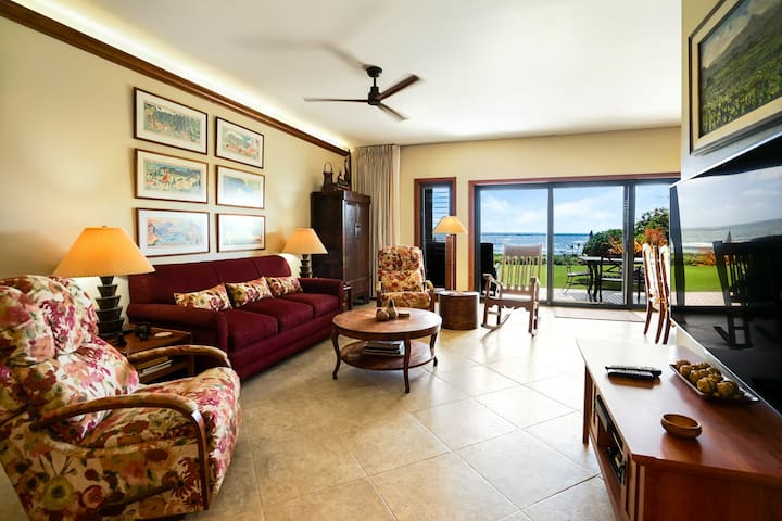 Oceanfront condo w/ private lanai, amazing views & shared pool - steps to beach!