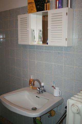 WC/ Bad/ Dusche/ Waschbecken