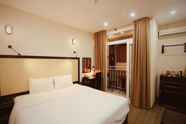 ERusta, Double or Twin, Balcony, 24/7 staff, tour discounts, Train street & Night market nearby, Hanoi Old Quarter - managed by Hostesk