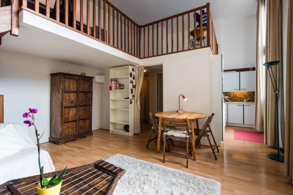 appartement plein centre avec son parking priv lofts louer lille hauts de france france. Black Bedroom Furniture Sets. Home Design Ideas