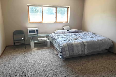 Private Room with peaceful place in Omaha