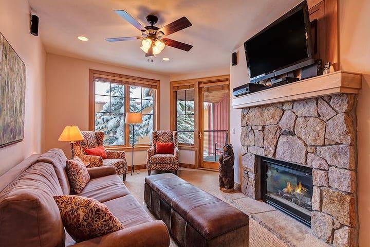 Luxury Condo in Downtown Breckenridge - Quick Walk to Ski Lifts! - Park Avenue Lofts 209