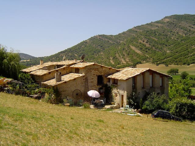 Ferme rénovée en pleine campagne - Aiglun - Casa