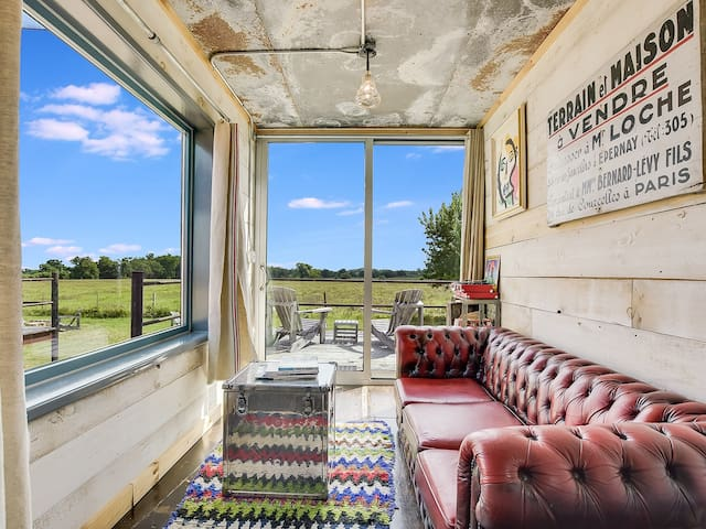 Houze VI - Flophouze Shipping Container Hotel