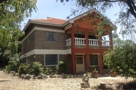 2. floor with 4 bedrooms for rent - Nairobi
