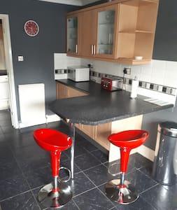 Fantastic 5 Bed 2Bath  The Tinsley Modern home