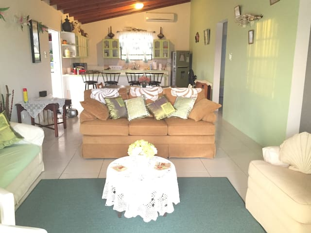 Well Presented & Ambient 3 Bed, 2 Bath Property