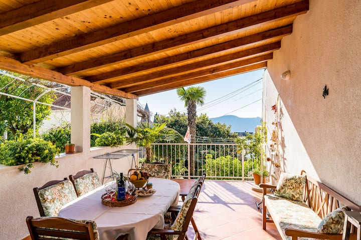 Canusa Holiday Home with garden, terrace & patio