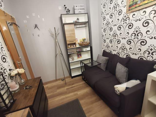 Zimmer mit Sofa,WLAN , Bahnhof-,Deister-BZE nah