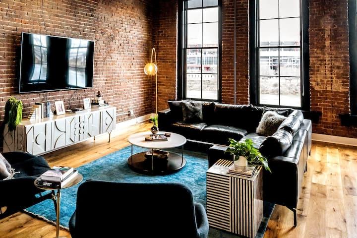 Luxury Loft w/ River View - 1 block from Broadway