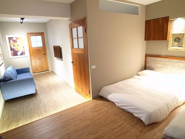 Van Gogh's 'Bedroom《在亞爾的臥室》 美術館巨蛋 獨立整層全新2-5人房