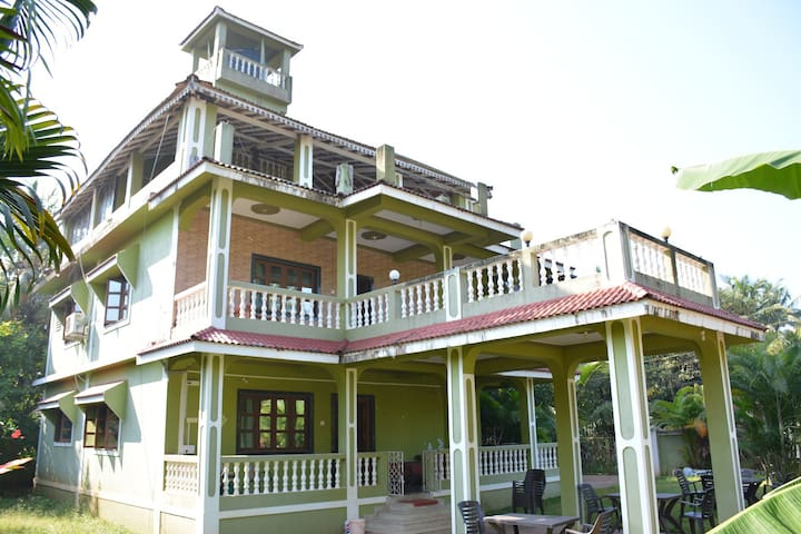 Two bedrooms for a family of 4 near Morjim Beach - Morjim - Villa