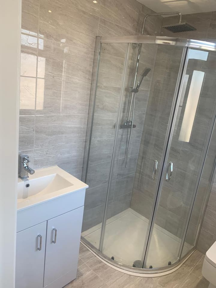 Private bathroom and kitchen luxurious flat