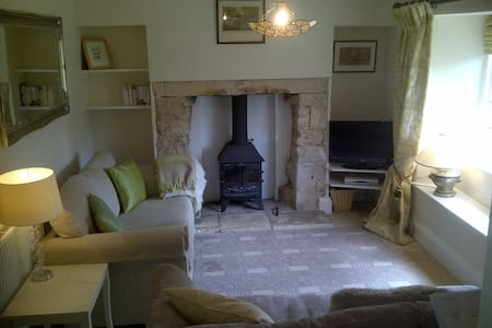 Park Terrace Cottage with wifi - Minchinhampton