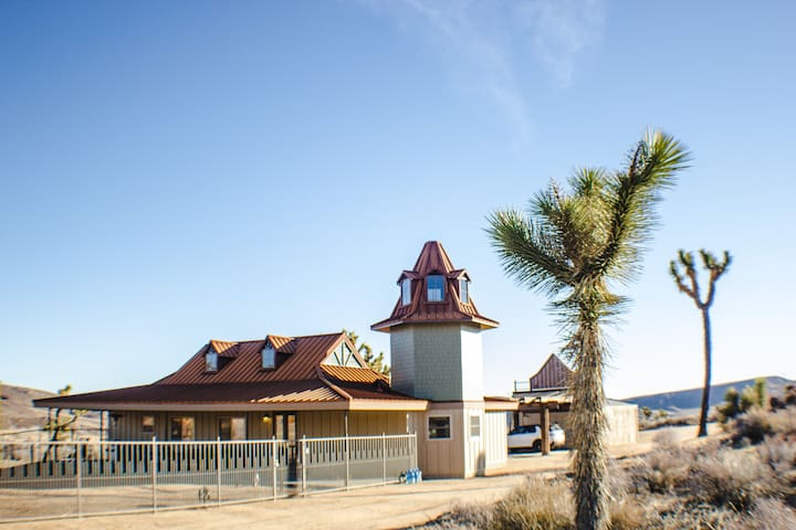 Pioneertown Tower-NEW HOME-Walk to P&H & Weddings!