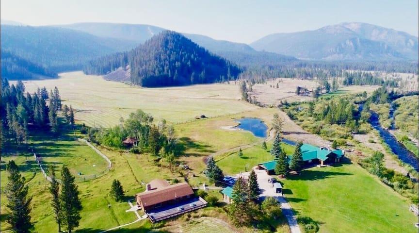 "Flying Cloud Ranch- (Sleeps 14+) Experience ""Awe""!"