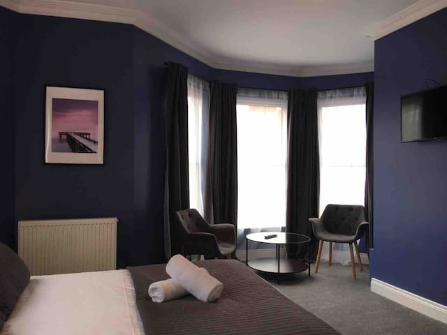 FABULOUS DOUBLE ENSUITE ROOM @ NO.5,QUEENS QUARTER