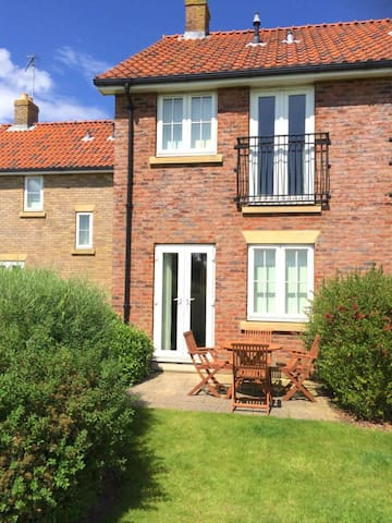Ivy Cottage -Award-Winning Complex- The Bay, Filey