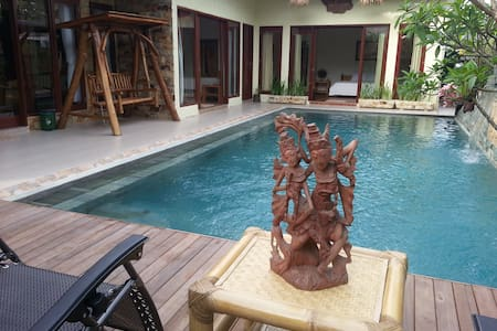 Beautiful Villa, Private Pool, 3 Bed Rooms, 6/more - Batam