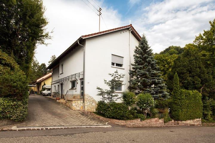 Ferienwohnung-Baden-Baden-Lichtental 2-4 Personen