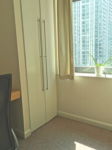 Stylish privet room Walking distance Canary Wharf