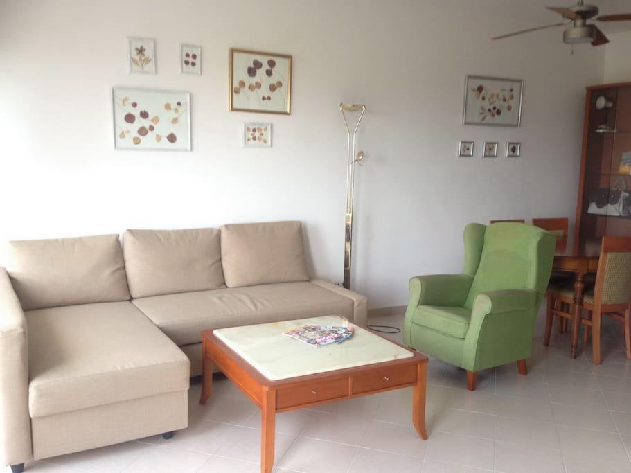 Salón con vista al mar y jardín privado-Living room with sea view and private garden