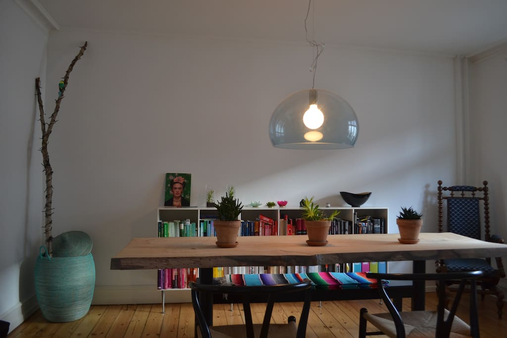 Dining room with space for eight diners. Extra chairs available