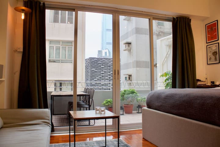 Studio apartment with a very spacious terrace. - Hong Kong - Lägenhet