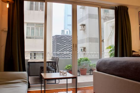 Studio apartment with a very spacious terrace. - Hongkong - Wohnung