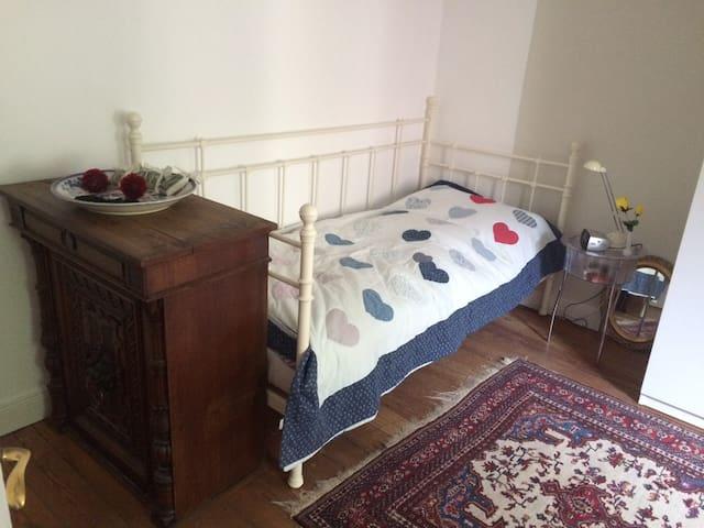 Schönes gemütliches Zimmer in guter Lage - Hamburgo - Bed & Breakfast