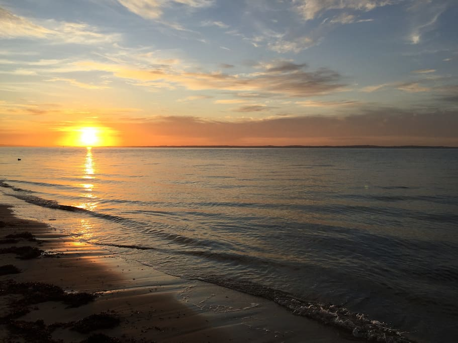 At sunrise you may see horses with their trainers on the beach.