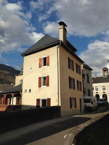 Maison authentique au coeur du village (Pyrénées) - Bedous - Casa