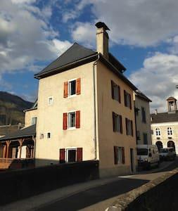 Maison authentique au coeur du village (Pyrénées) - Bedous - Haus