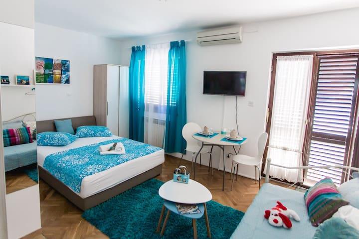 Studio Apartment Ina, Podsolarsko