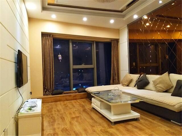 泰华中心 豪华两室 供暖房间  居住首选