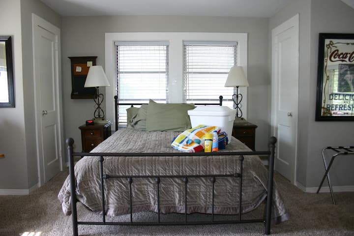 Charming Suite: 15min to Beach, 10min Downtown