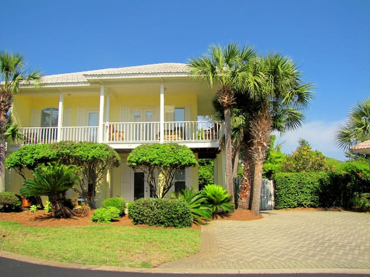Valencia - 3BR/3BA 2 story Cottage*Gated Neighborhood*250 yards to the Beach!