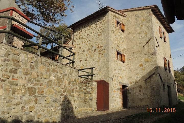 Casa immersa nella natura Toscana
