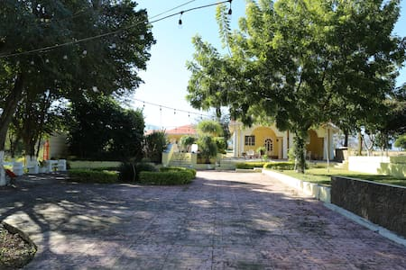 """Villas """"El Encino a 15 minutos del centro Linares"""
