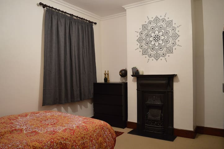 Unique Dble Room Close to Tube Station NEW LISTING
