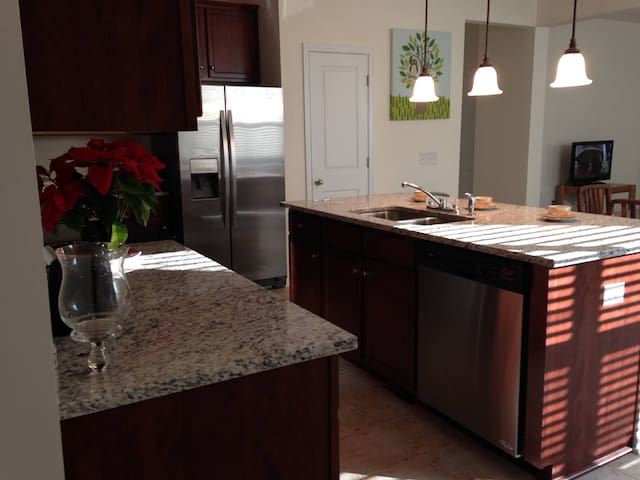 Executive Family Home 27 Minutes From Charleston!