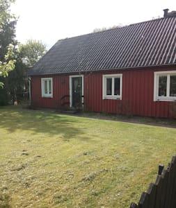 Prisvärd semestervilla - Våxtorp - Hus