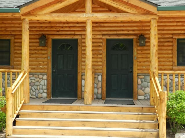 Duplex cabin A nestled right on the Maple River