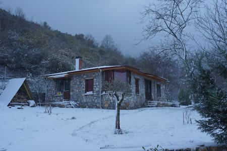 stone cottage in a moonlit garden, very peaceful - Yalova - Pondok alam
